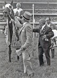 Conn Smythe with JAMMED LOVELY tries to persuade his filly to accept the honours in