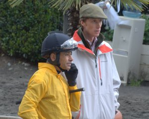 Trainer Carl O'Callaghan talks to Mike Smith after the latter had completed a work on Kinsale King (2011).