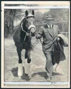 THE COUNT arrives at Pimlico with trainer,